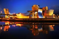 Μουσείο Γκούγκενχαϊμ στο Μπιλμπάο, Ισπανία τη νύχτα Στοκ Φωτογραφία