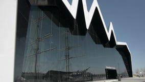Μουσείο μεταφορών της Γλασκώβης και ψηλό σκάφος Glenlee απόθεμα βίντεο