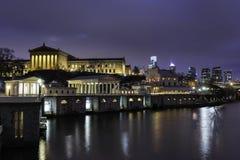 Μουσείο Τέχνης και υδάτινα έργα Nightscape της Φιλαδέλφειας Στοκ φωτογραφία με δικαίωμα ελεύθερης χρήσης