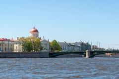 Μουσείο του ιδρύματος ρωσικών λογοτεχνίας και γέφυρας Birzevoy στη Αγία Πετρούπολη, Ρωσία Στοκ Φωτογραφία
