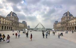 Μουσείο του Λούβρου και πυραμίδα, Παρίσι, Γαλλία στοκ φωτογραφίες με δικαίωμα ελεύθερης χρήσης