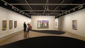 Μουσείο του Edward Munch στο Όσλο, Νορβηγία Οι επισκέπτες θαυμάζουν τα αριστουργήματα της μεγαλοφυίας απόθεμα βίντεο