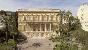 Μουσείο των Καλών Τεχνών που στέκονται μεταξύ των κτηρίων και των δέντρων στη Νίκαια, αρχιτεκτονική απόθεμα βίντεο