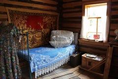 Μουσείο Khokhlovka, παλαιό εσωτερικό του ρωσικού σπιτιού στοκ φωτογραφία με δικαίωμα ελεύθερης χρήσης