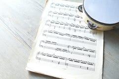 Μουσικά σημειώσεις και ντέφι στοκ φωτογραφία