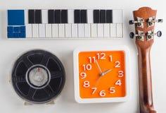 Μουσικής παίζοντας χρόνος πρακτικής οργάνων καθορισμένος Χρόνος ρολογιών για το pratice μαθήματος μουσικής Στοκ Εικόνα