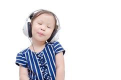 Μουσική ακούσματος κοριτσιών από το ακουστικό Στοκ Φωτογραφία