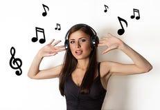 μουσική ακούσματος κοριτσιών Στοκ εικόνες με δικαίωμα ελεύθερης χρήσης