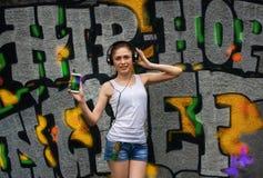 μουσική ακούσματος στις νεολαίες γυναικών Στοκ Φωτογραφία