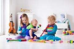 Μουσική για τα παιδιά, παιδιά με τα όργανα Στοκ εικόνα με δικαίωμα ελεύθερης χρήσης