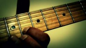 Μουσική κιθάρων παιχνιδιού απόθεμα βίντεο