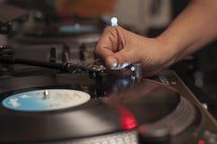 Μουσική παιχνιδιού του DJ Στοκ φωτογραφίες με δικαίωμα ελεύθερης χρήσης