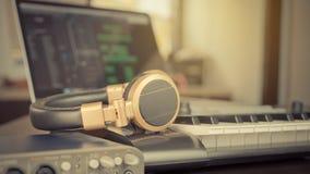 Μουσική υπολογιστών στούντιο μουσικής κρεβατοκάμαρων Στοκ Εικόνα