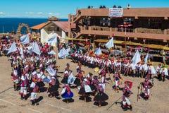 Μουσικοί και χορευτές στις περουβιανές Άνδεις σε Puno Περού Στοκ φωτογραφία με δικαίωμα ελεύθερης χρήσης