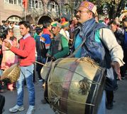 Μουσικοί που παίζουν τα τύμπανα Himachal Στοκ Φωτογραφίες