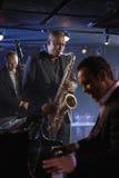 Μουσικοί της Jazz στη λέσχη στοκ φωτογραφία με δικαίωμα ελεύθερης χρήσης