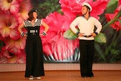 Μουσικός αριθμός χορού ένα ναυτικό θέμα που εκτελείται με από τους δράστες του συγκροτήματος του μεγάρου μουσικής της Αγία Πετρού Στοκ εικόνες με δικαίωμα ελεύθερης χρήσης