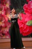 Μουσικός αριθμός χορού ένα ναυτικό θέμα που εκτελείται με από τους δράστες του συγκροτήματος του μεγάρου μουσικής της Αγία Πετρού Στοκ Φωτογραφίες