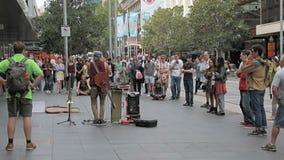 Μουσικός και ακροατήριο οδών στη Μελβούρνη απόθεμα βίντεο