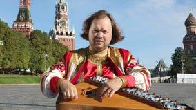 Μουσικός με το gusli οργάνων μουσικής, Ρωσία απόθεμα βίντεο