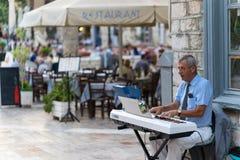 Μουσικός οδών σε Nafplio στοκ φωτογραφία με δικαίωμα ελεύθερης χρήσης