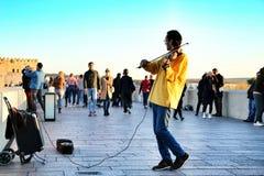Μουσικός που παίζει το βιολί στην Κόρδοβα στοκ εικόνες
