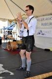 Μουσικός στο πιό oktoberfest, hillar μουσείο αεροπορίας, SAN Carlos, ασβέστιο Στοκ φωτογραφίες με δικαίωμα ελεύθερης χρήσης