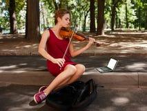 Μουσικό χόμπι τέχνης απόδοσης Busker στοκ εικόνες