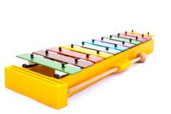 Μουσικό όργανο: Ζωηρόχρωμο Xylophone σε ένα άσπρο υπόβαθρο Στοκ Φωτογραφίες