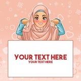 Μουσουλμανική γυναίκα που δείχνει το δάχτυλο κάτω στο διάστημα αντιγράφων ελεύθερη απεικόνιση δικαιώματος