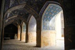 Μουσουλμανικό τέμενος στο μπλε του Ισφαχάν Παραδοσιακές διακοσμήσεις και διακοσμήσεις Ιράν στοκ εικόνα με δικαίωμα ελεύθερης χρήσης