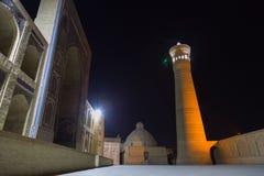 Μουσουλμανικό τέμενος POI Kalyan τη νύχτα Μουσουλμανικό τέμενος και μιναρές Kalyan, που βρίσκονται στην πόλη της Μπουχάρα, Ουζμπε Στοκ φωτογραφία με δικαίωμα ελεύθερης χρήσης