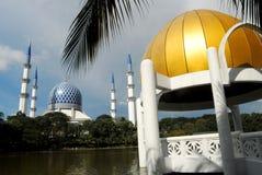 Μουσουλμανικό τέμενος Salahuddin Abdul Aziz Shah σουλτάνων Στοκ εικόνες με δικαίωμα ελεύθερης χρήσης