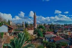 Μουσουλμανικό τέμενος Yivli& x27 θέα & x28 μιναρών του s Παλαιά κωμόπολη Kaleici - πόλη Turkey& x29  στοκ φωτογραφία