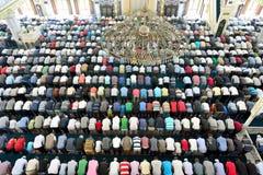 Μουσουλμάνοι στο μουσουλμανικό τέμενος για την προσευχή ήταν καθαροί Στοκ Εικόνα