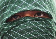 Μουσουλμανικά άτομα που φορούν τη μάσκα Στοκ Φωτογραφία