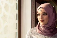 Μουσουλμανική γυναίκα στο μουσουλμανικό τέμενος Στοκ Φωτογραφία
