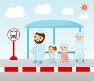 Μουσουλμανική οικογένεια που περιμένει σε μια στάση λεωφορείου, απεικόνιση της οικογένειας στη στάση λεωφορείου, διανυσματική απε Στοκ φωτογραφία με δικαίωμα ελεύθερης χρήσης