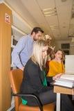 Μουσουλμανικοί σπουδαστές στη βιβλιοθήκη Στοκ Φωτογραφία