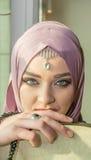 Μουσουλμανικό κορίτσι με το όργανο sufi Στοκ Εικόνα