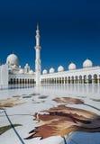 Μουσουλμανικό τέμενος του Αμπού Ντάμπι στοκ φωτογραφίες με δικαίωμα ελεύθερης χρήσης
