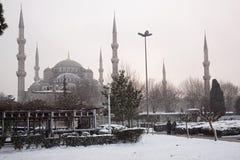 Μουσουλμανικό τέμενος Ahmet σουλτάνων στη χιονώδη ημέρα Στοκ Εικόνες