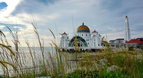 Μουσουλμανικό τέμενος Melaka Selat (στενό Malacca), Malacca, Μαλαισία Στοκ φωτογραφία με δικαίωμα ελεύθερης χρήσης