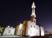 Μουσουλμανικό τέμενος Muharraq corniche και ορίζοντας, Μπαχρέιν Στοκ Φωτογραφίες