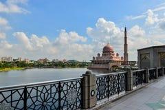 Μουσουλμανικό τέμενος Putra Στοκ εικόνες με δικαίωμα ελεύθερης χρήσης
