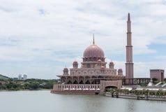 Μουσουλμανικό τέμενος Putra (Masjid Putra) σε Putrajaya Μαλαισία Στοκ Φωτογραφία