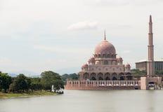 Μουσουλμανικό τέμενος Putra (Masjid Putra) σε Putrajaya Μαλαισία Στοκ Εικόνες
