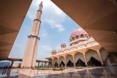 Μουσουλμανικό τέμενος Putra (Masjid Putra) Στοκ εικόνα με δικαίωμα ελεύθερης χρήσης