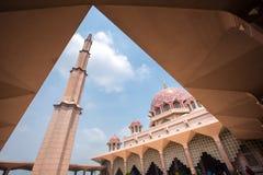 Μουσουλμανικό τέμενος & x28 Putra Masjid Putra& x29  Στοκ Φωτογραφίες