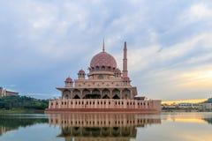 Μουσουλμανικό τέμενος Putrajaya Στοκ φωτογραφία με δικαίωμα ελεύθερης χρήσης